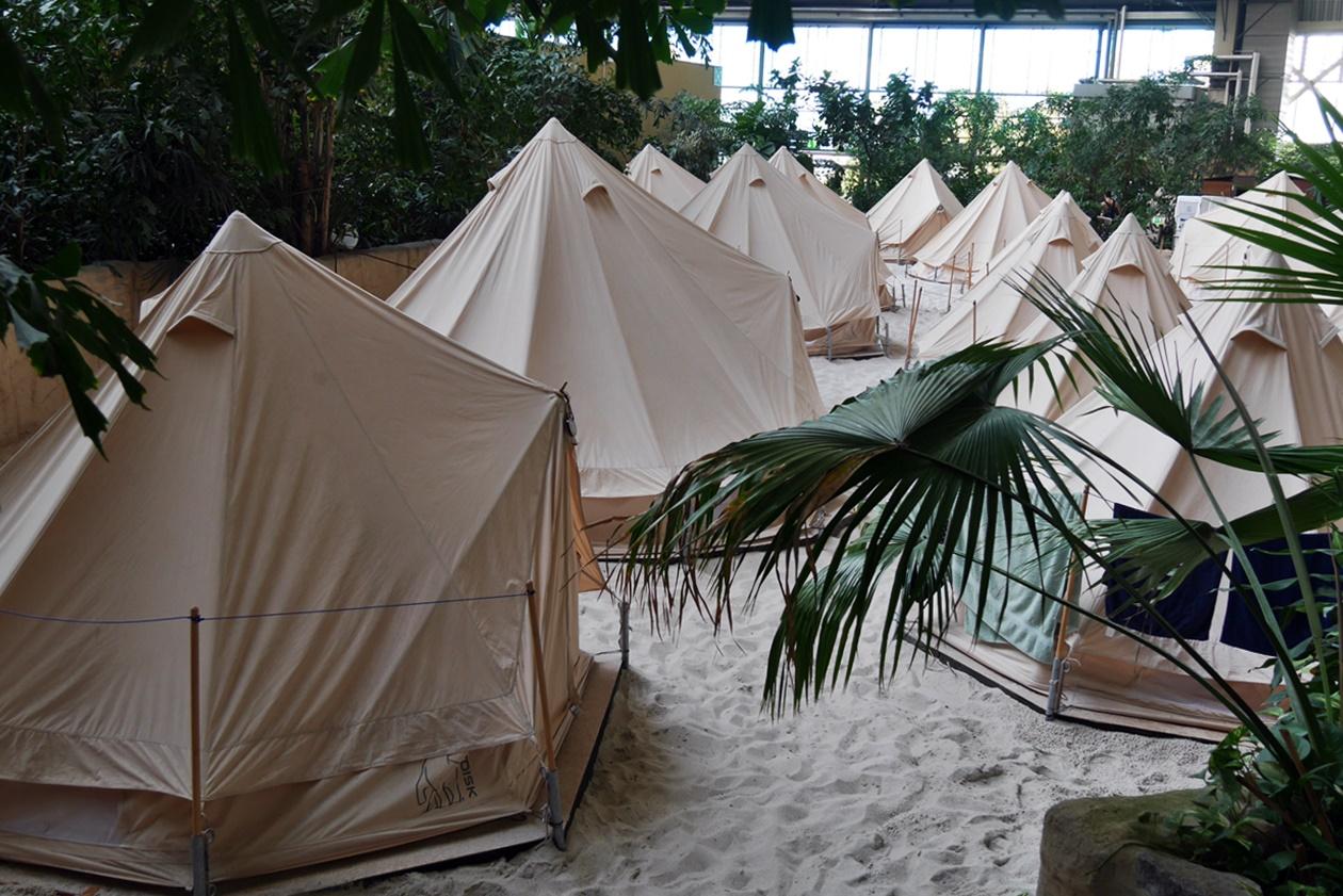 Zelte zum Übernachten im Tropical Islands