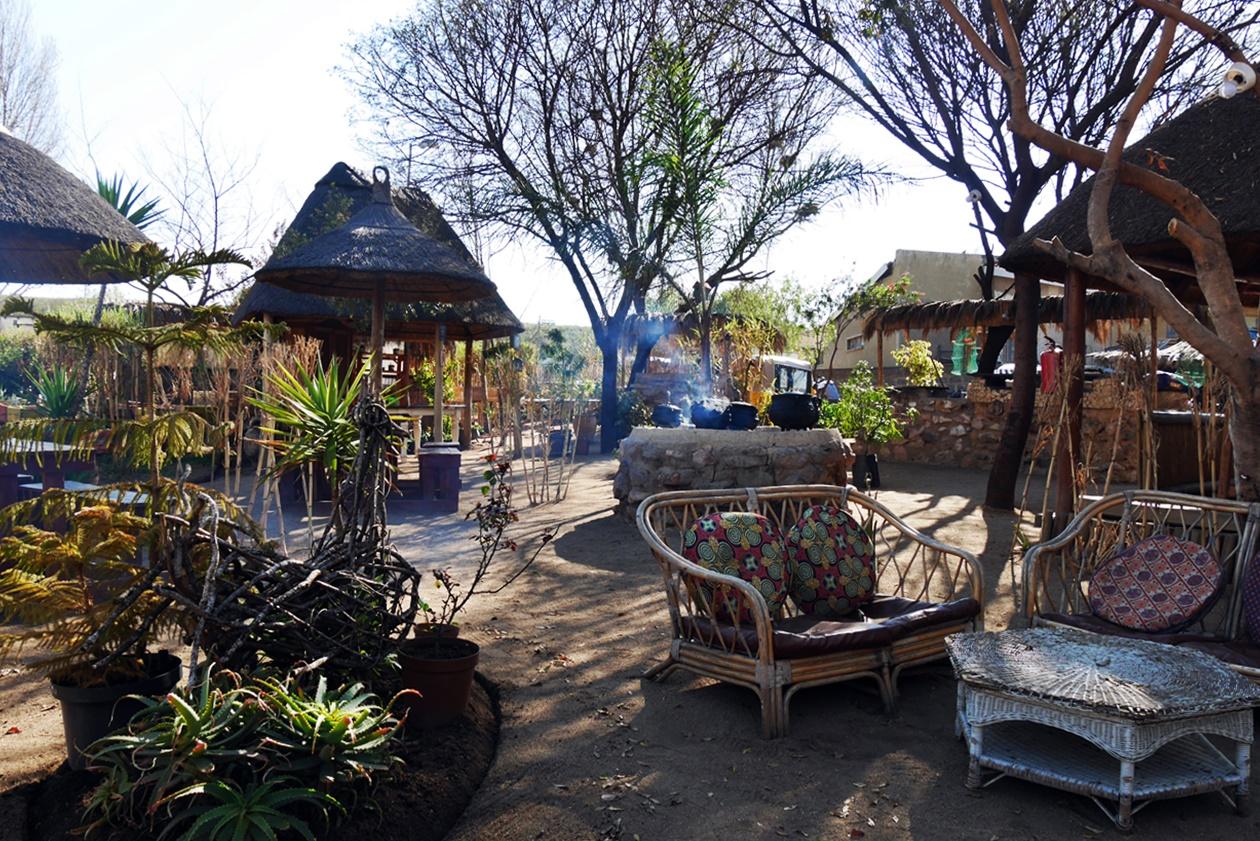 Außengelände von Lebo´s Backpackers in Soweto
