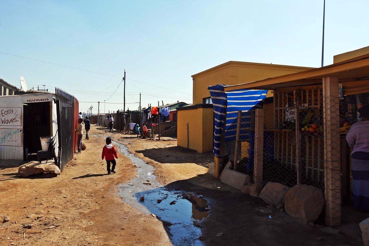Straßenzug in Soweto aufgenommen auf einer Fahrradtour durch Soweto mit Lebo´s Backpackers