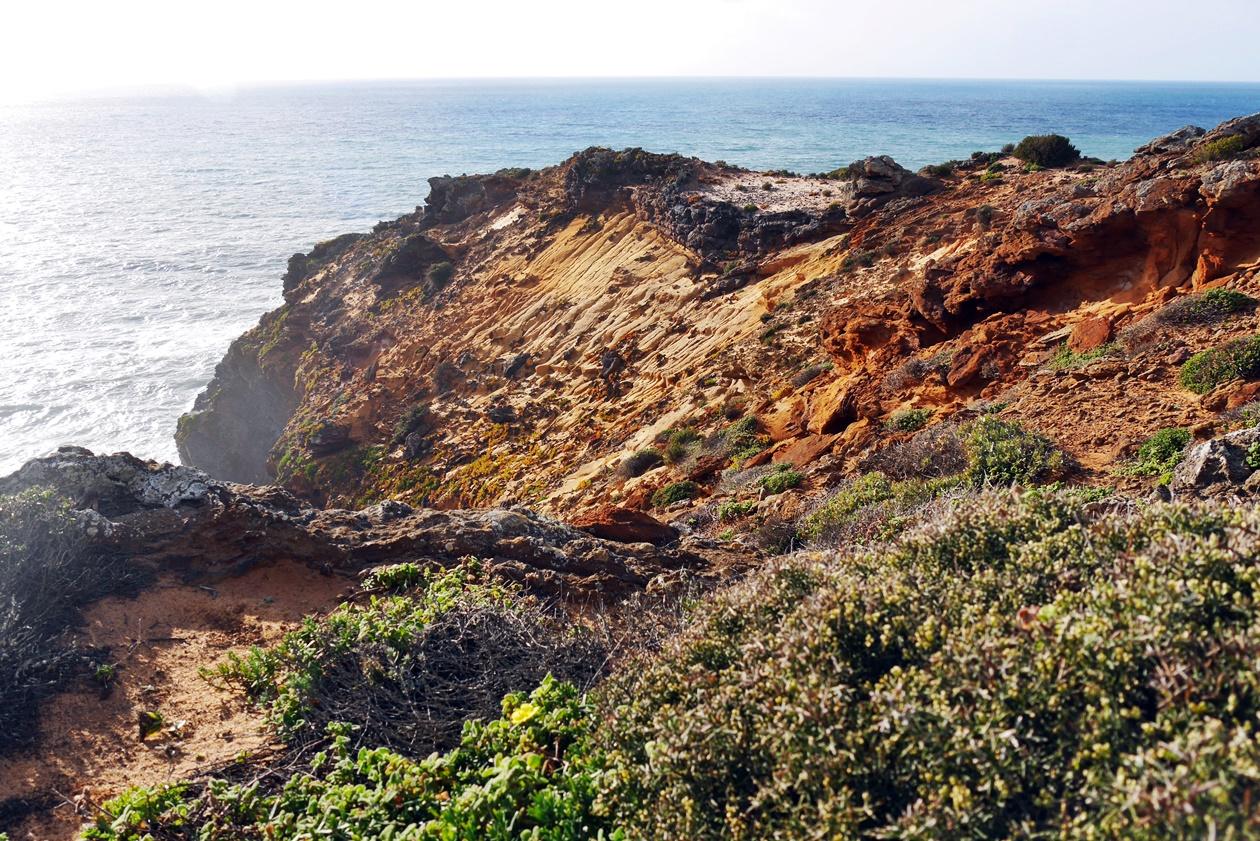 Hohe Klippen an der Atlantikküste auf dem Fisherman´s Trail in Portugal