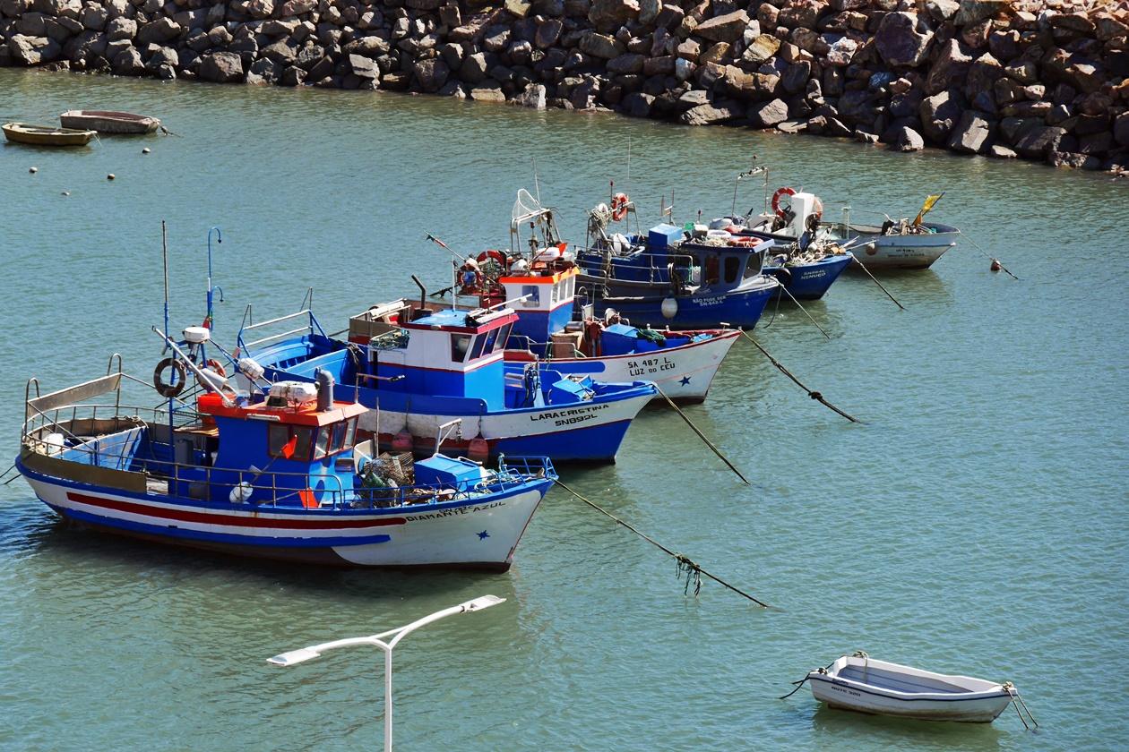 Hafen von Vila Nova de Milfontes beim Wandern auf der Rota Vicentina