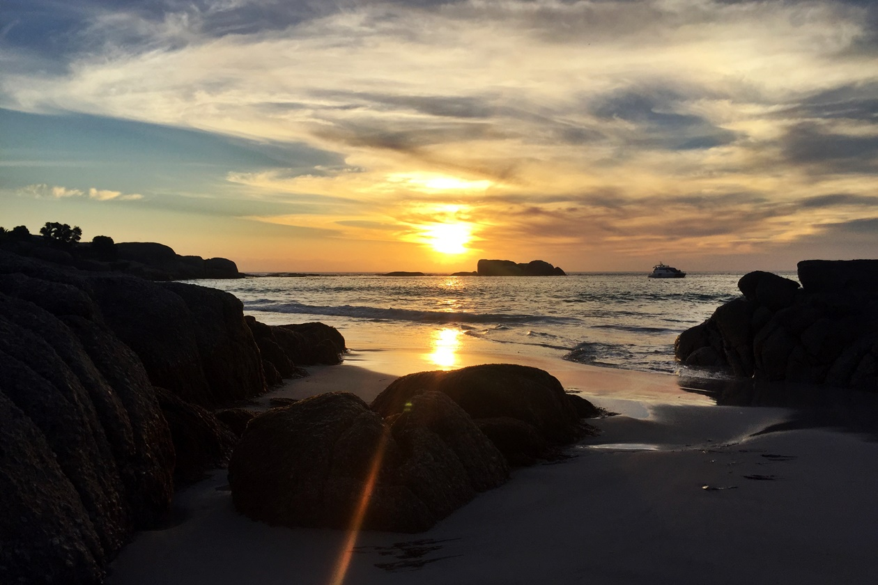 Sonnenuntergang an einem der Clifton Strände in Kapstadt