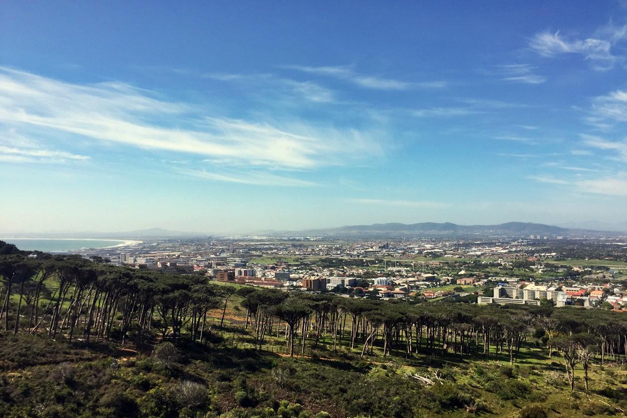 Ausblick vom Rhodes Memorial auf Kapstadt und die Cape Flats