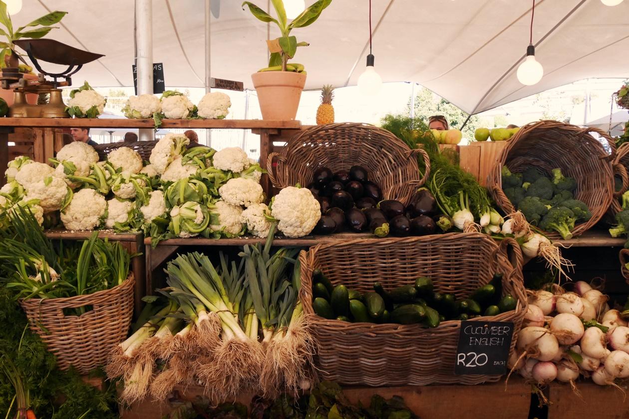 Gemüsestand auf dem Oranjezicht City Farm Market in Kapstadt
