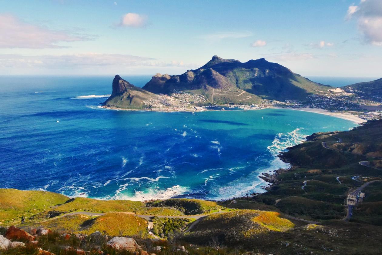 Blick auf Hout Bay bei einer Wanderung zum Chapmans Peak in Kapstadt
