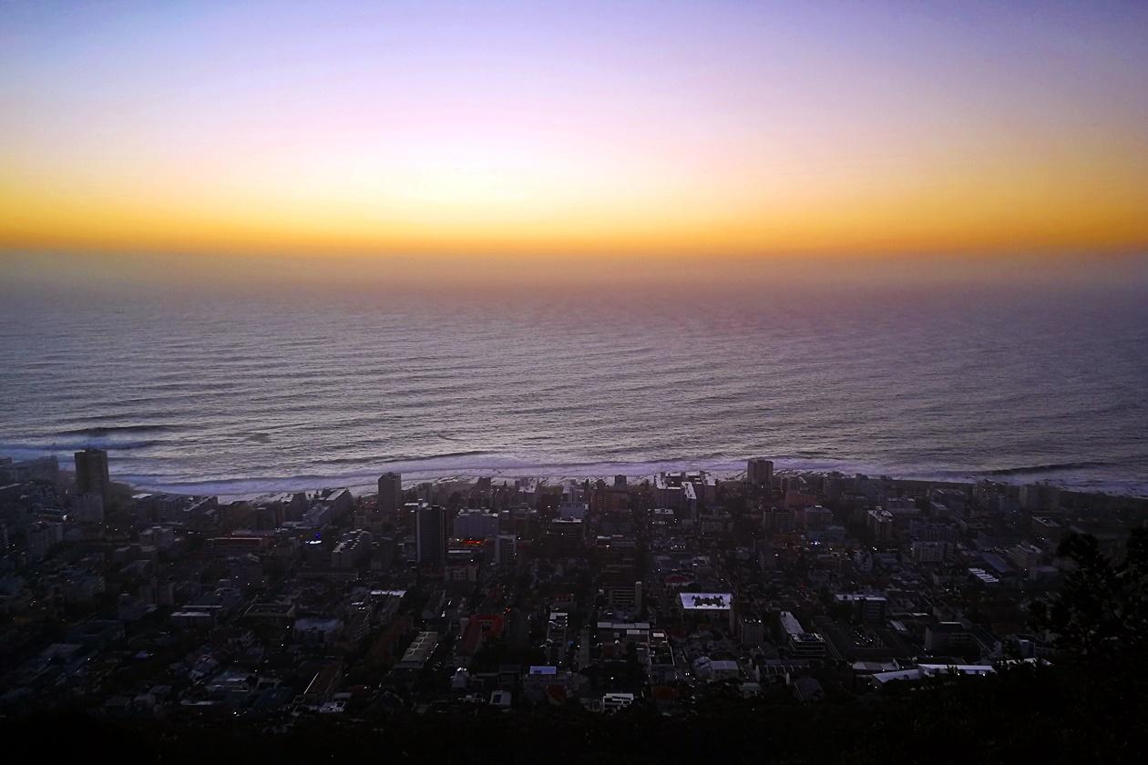 Sonnenuntergang vom Signal Hill mit Blick auf Kapstadt