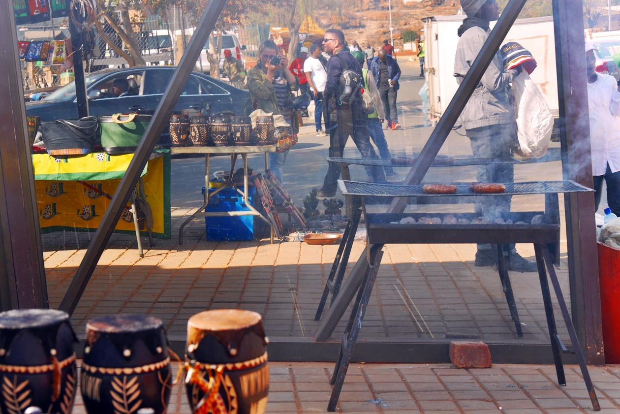 Braai Stand in einem südafrikanischen Township