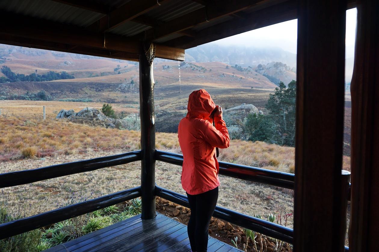 Beim Fotografieren des Sonnenaufgangs in den Drakensberge in Südafrika