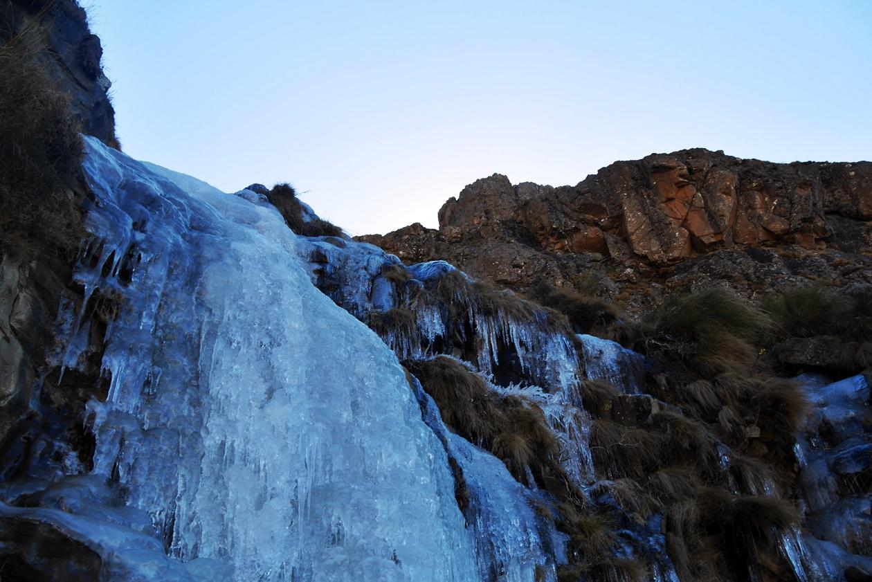 Gefrorener Wasserfall am Sani Pass auf dem Weg nach Lesotho
