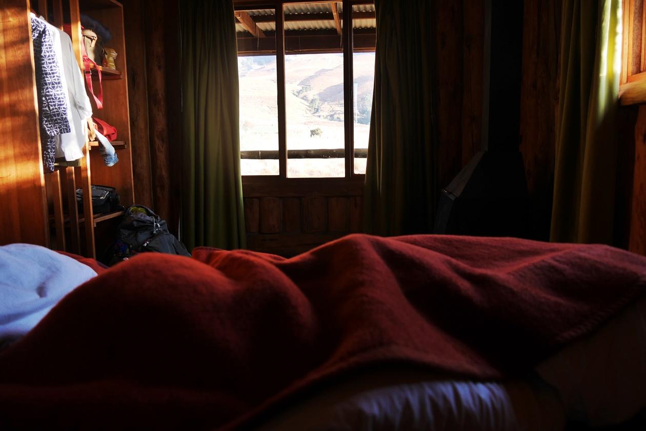 Blick aus dem Bett in der Greenfire Drakensberge Lodge