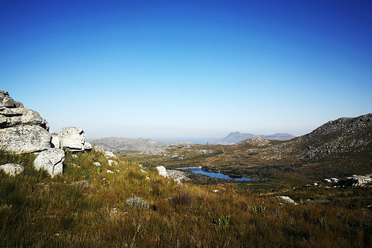 Blick auf den Stausee im Silvermine Nature Reserve
