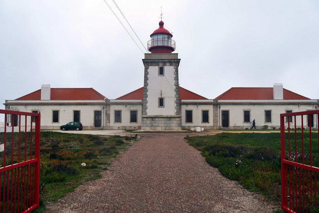 Weißer Leuchtturm auf der dritten Etappe auf dem Fisherman´s Trail
