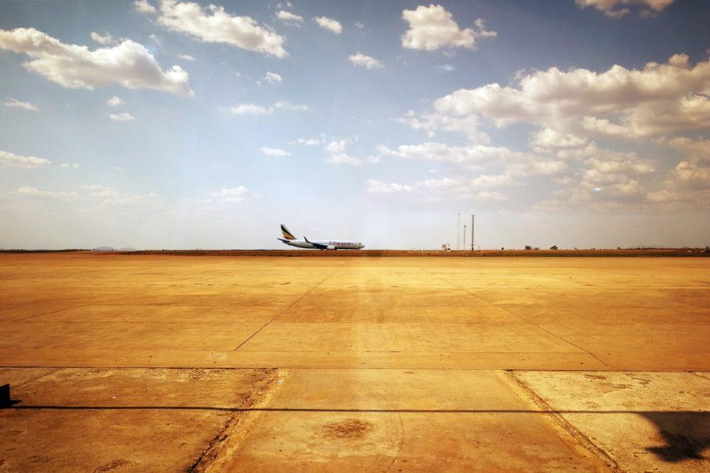 Flugzeug auf dem Rollfeld des Flughafens von Blantyre
