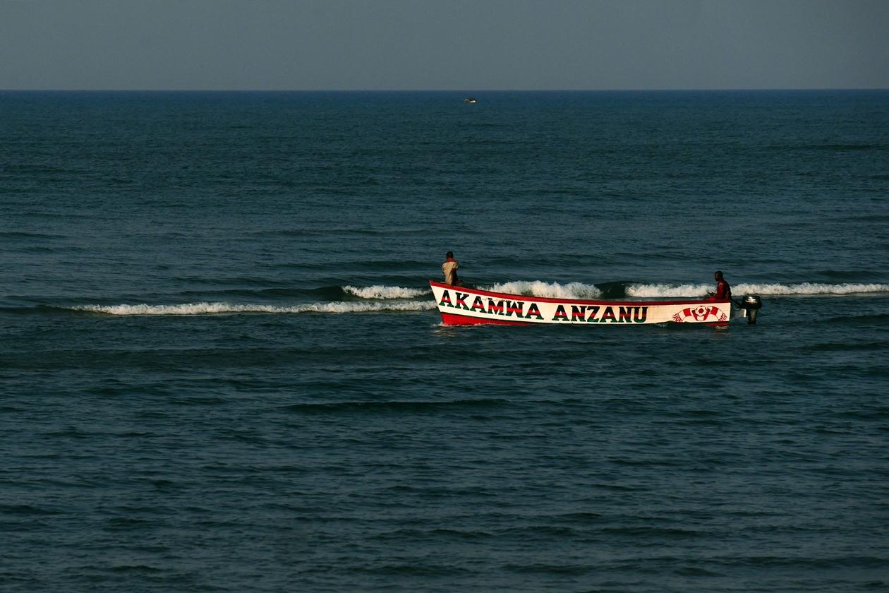 Fischer im Boot auf dem Malawisee