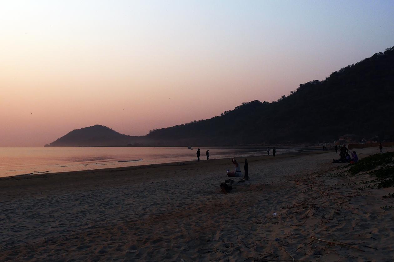 Sonnenaufgang über dem Malawisee und dem angrenzenden Lake of Stars Festival Gelände