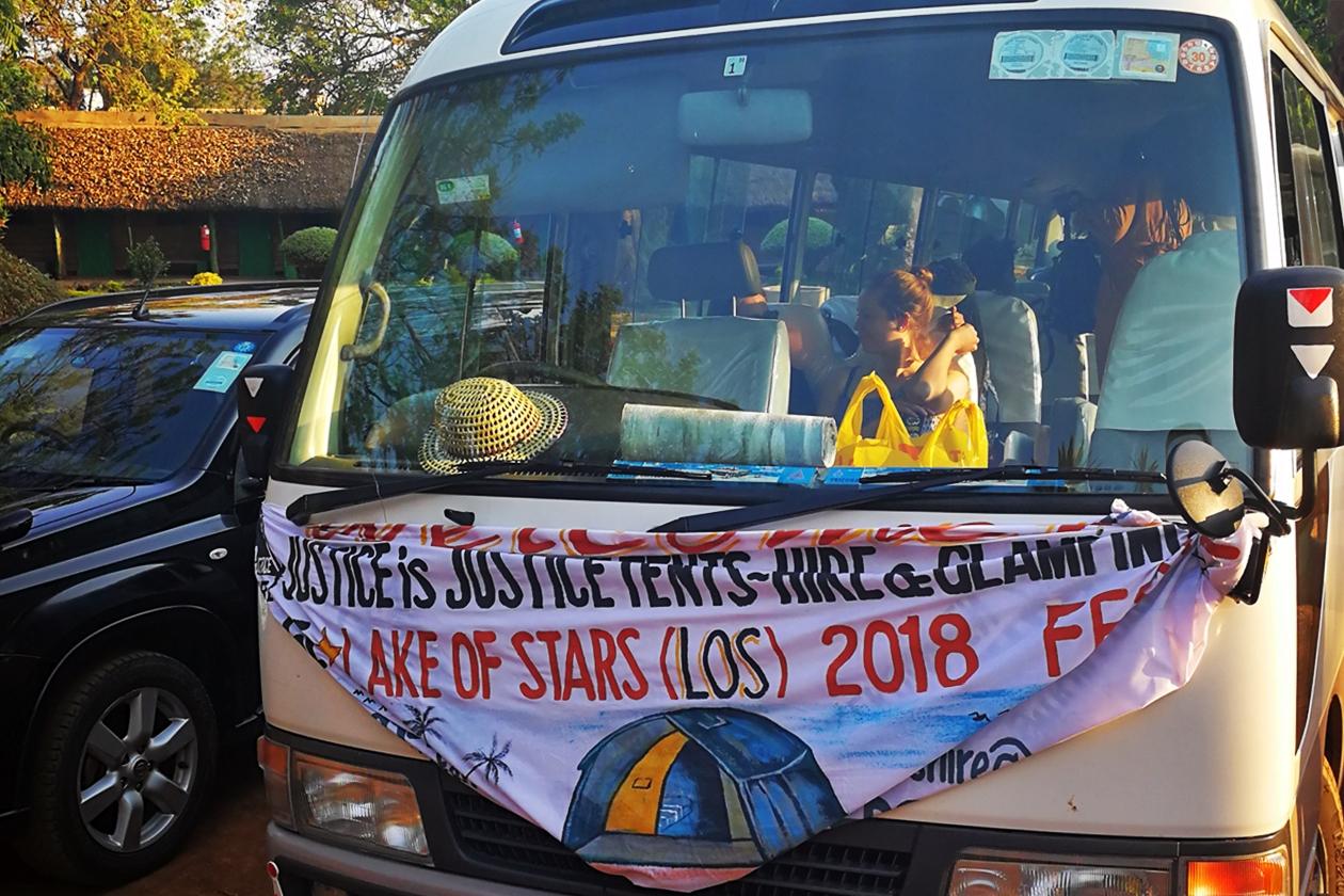 Bus der unsere Gruppe zum Lake of Stars Festival bringen sollte