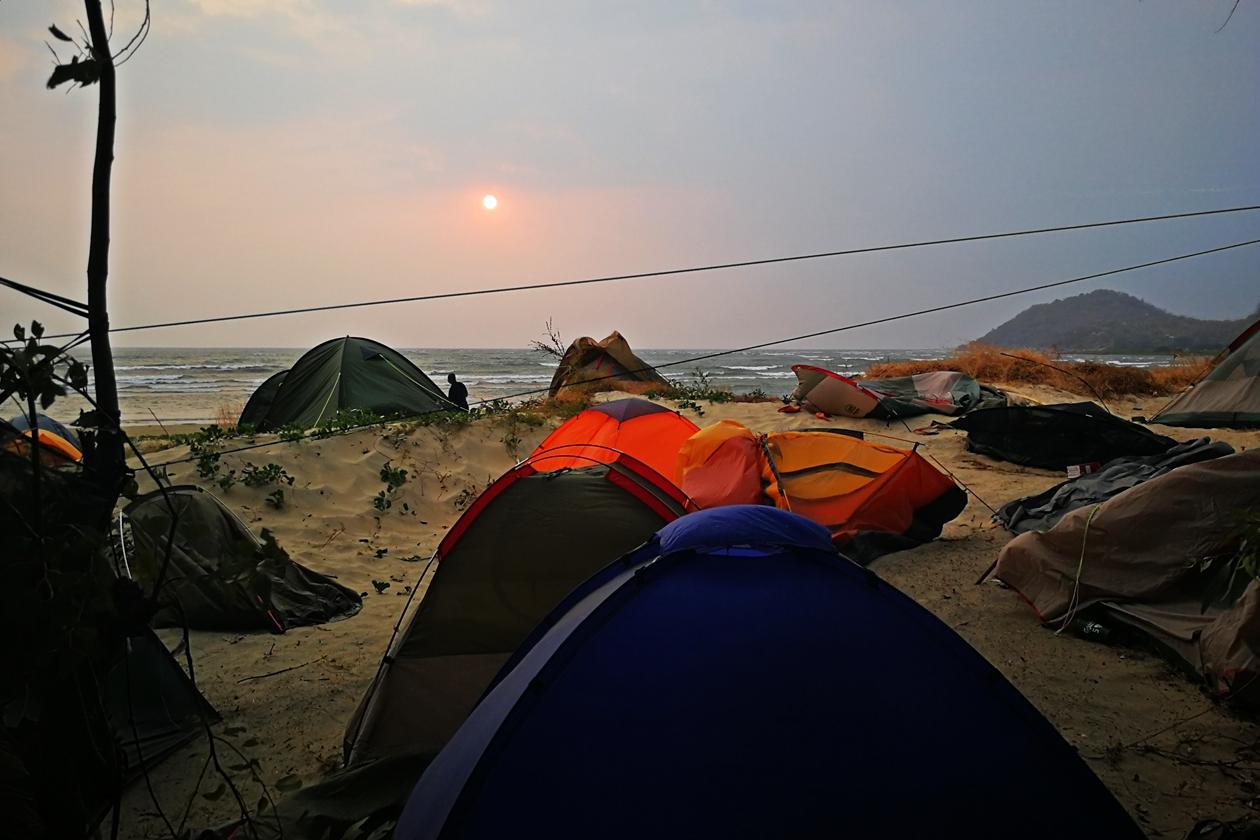 Zerstörte Zelte auf dem Lake of Stars Festival in Malawi