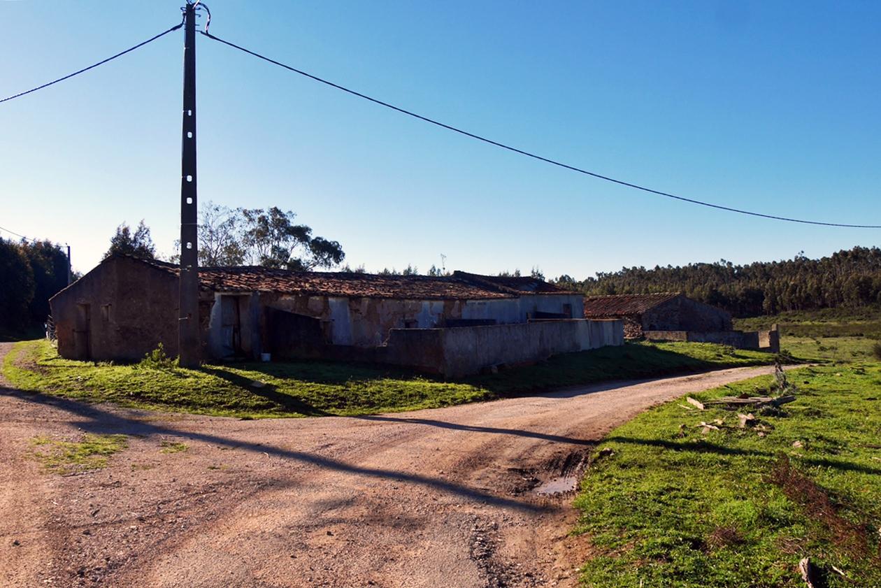 Gebäude eines Bauernhofes entlang des Historical Ways