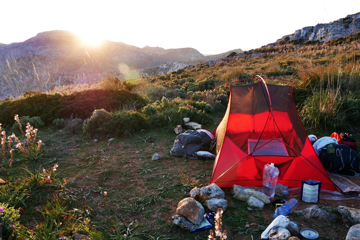 Zeltplatz auf einer Mehrtageswanderung auf Mallorca