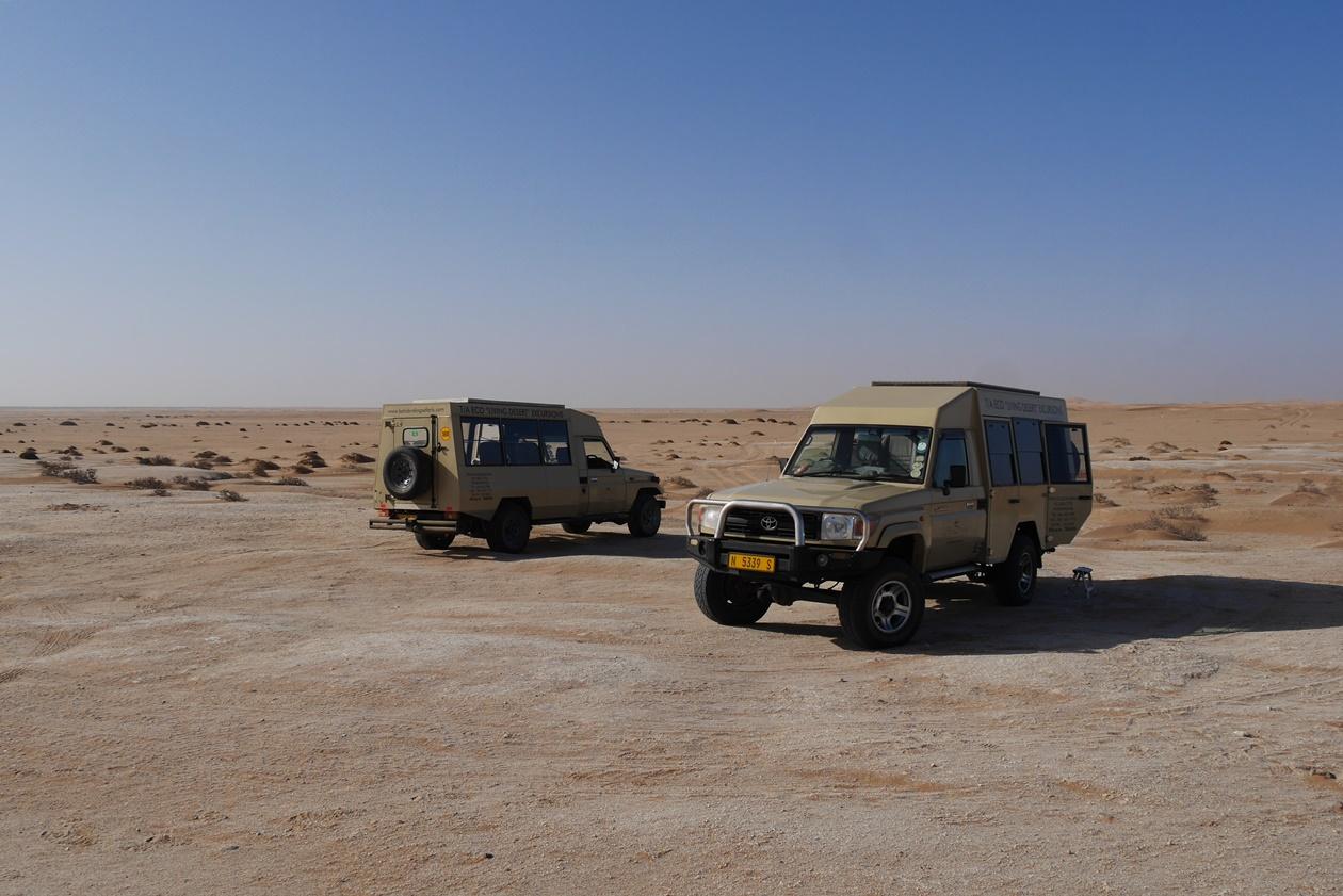 Die Geländefahrzeuge der Little Five Safari in Namibia