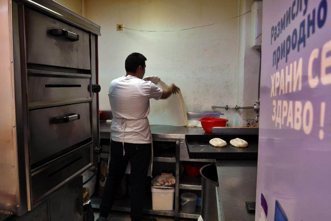Herstellung von Börek in einer kleinen Bäckerei