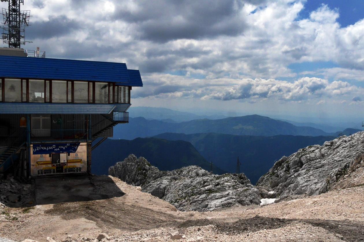 Blick auf die Bergstation des Kanin und im Tal Bovec