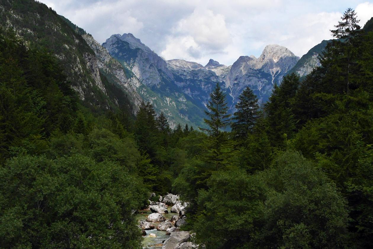 Wanderung auf dem Soca Trail in Slowenien