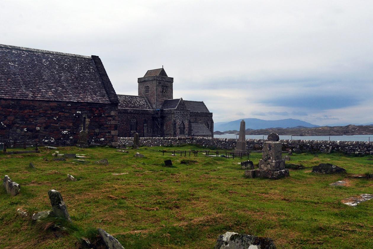 Blick auf den Friedhof und die Abbey von Iona