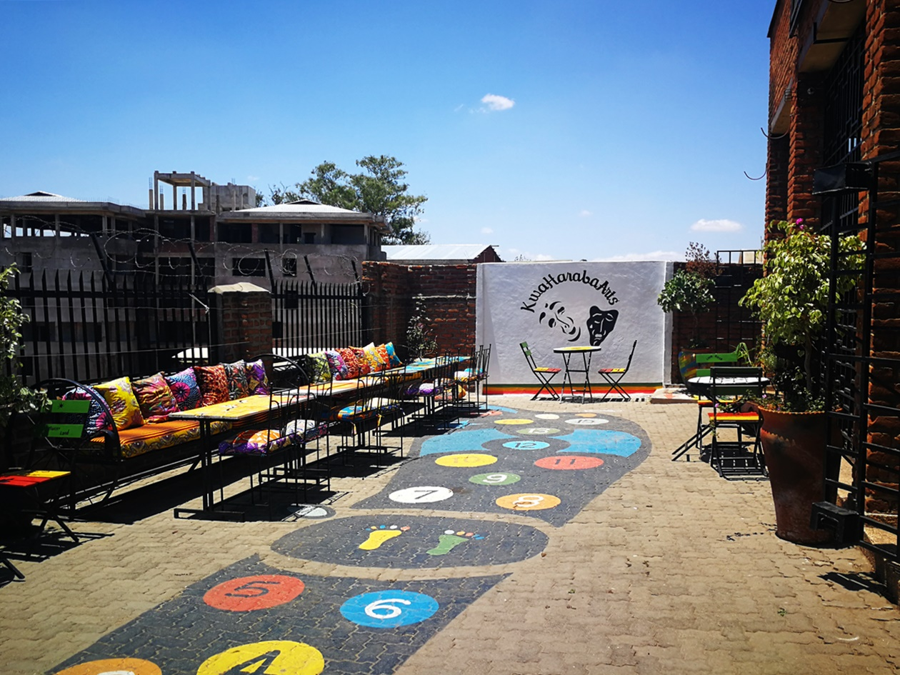 Innenhof des Kwa Haraba Arts in Blantyre, Malawi
