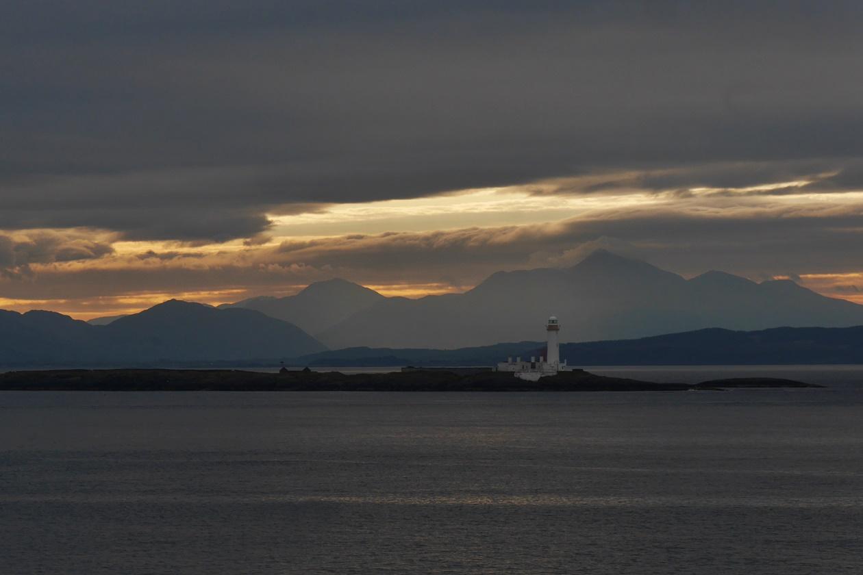 Sonnenaufgang bei der Fährüberfahrt zwischen Oban und der Insel Mull