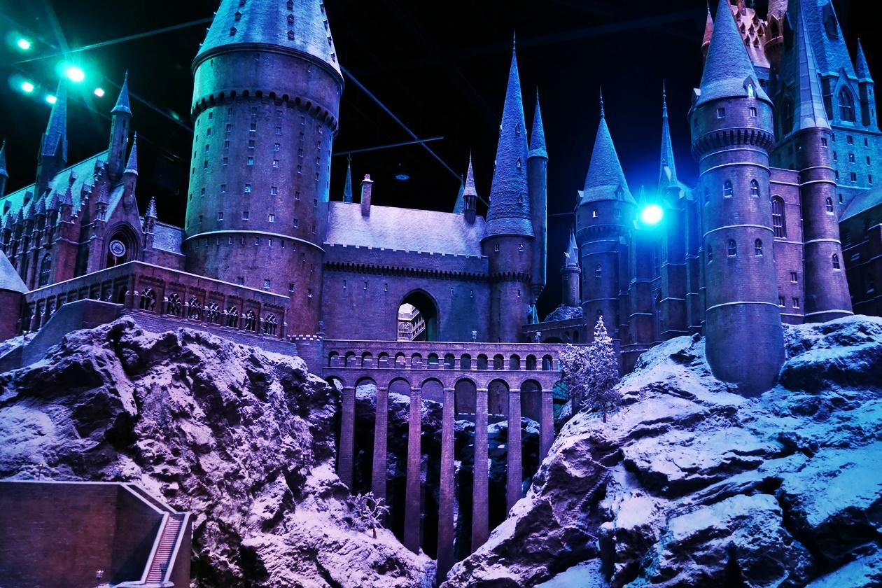 Unter dem Motto Hogwarts in Snow werden die Harry Potter Studios in der Vorweihnachtszeit in London festlich geschmückt