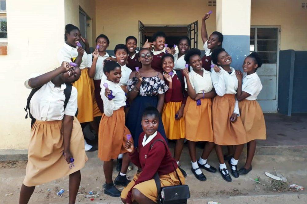 Die Menstruationstassen für Malawi sind an der Chichiri Secondary School in Blantyre angekommen