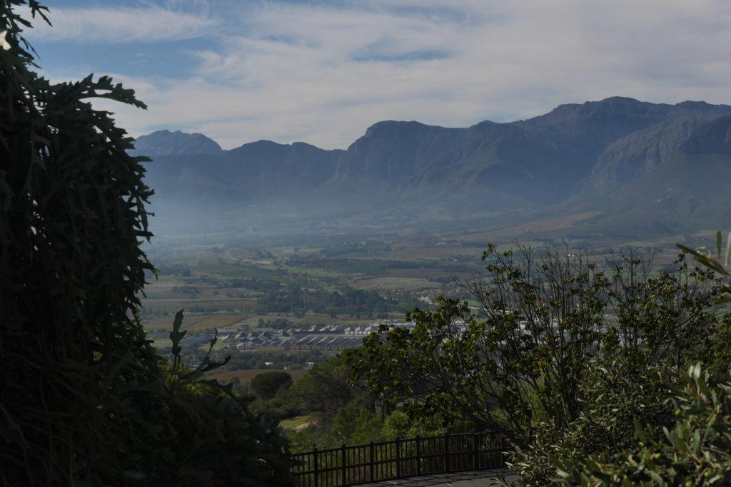 Blick auf Paarl vom Afrikaanse Taalmonument in Südafrika