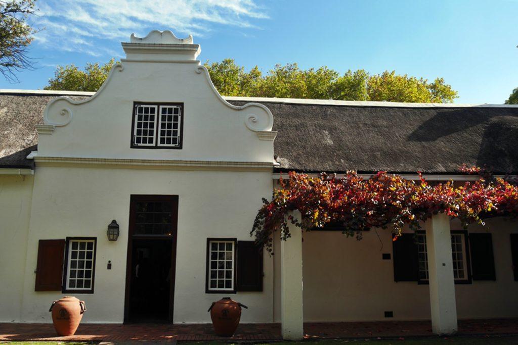 Restaurant in der Nederburg Wine Farm, welches im Kap-holländischen Stil errichtet ist.