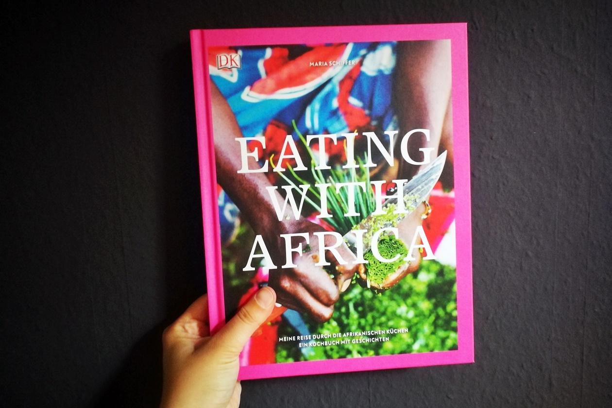 Cover des Kochbuchs von Eating With Africa von Maria Schiffer