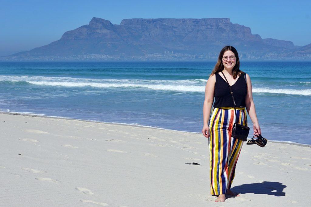 Lynn am Bloubergstrand mit Blick auf Kapstadt