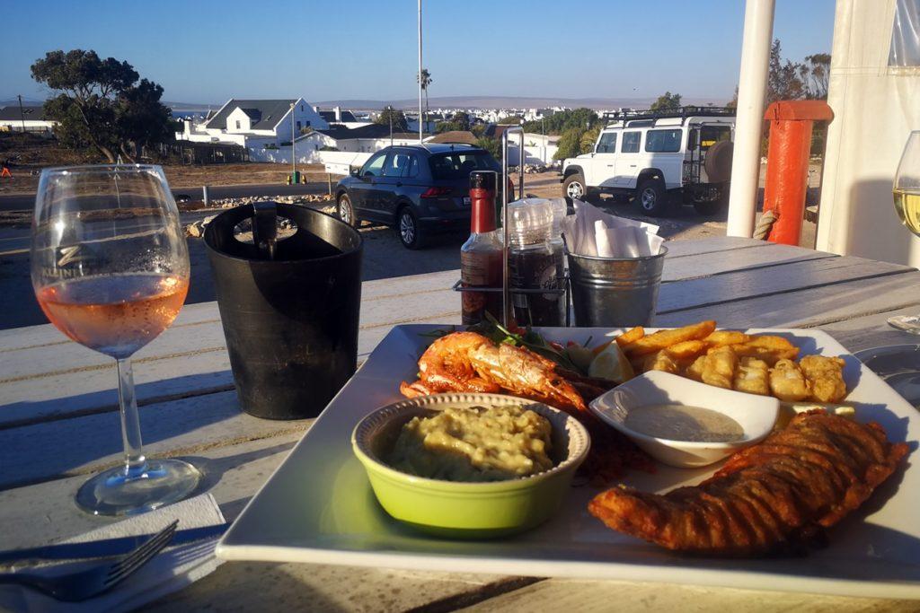 Meeresfrüchte in einem Restaurant in Paternoster an Südafrikas Westküste