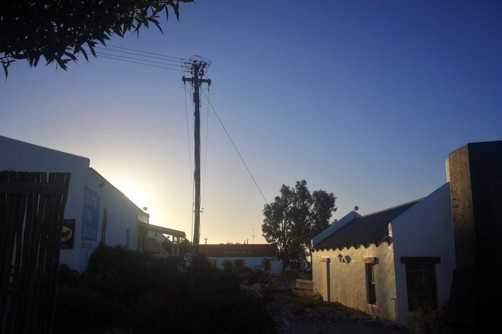 Sonnenuntergang im Fischerdorf Paternoster an Südafrikas Westküste