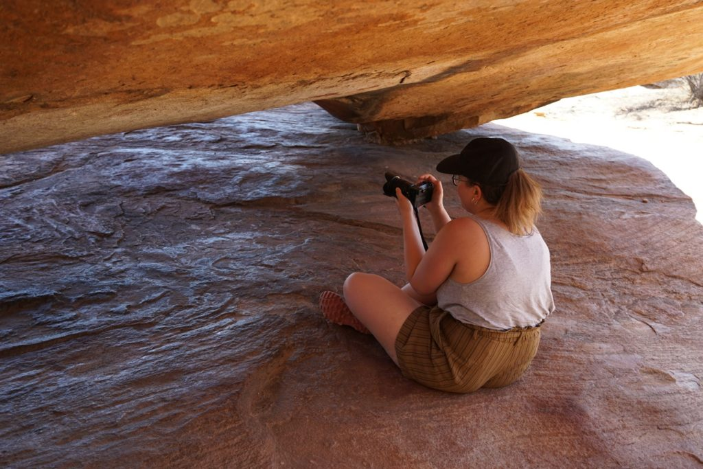 Fotografieren der Felsmalerein in den Cederberg Mountains