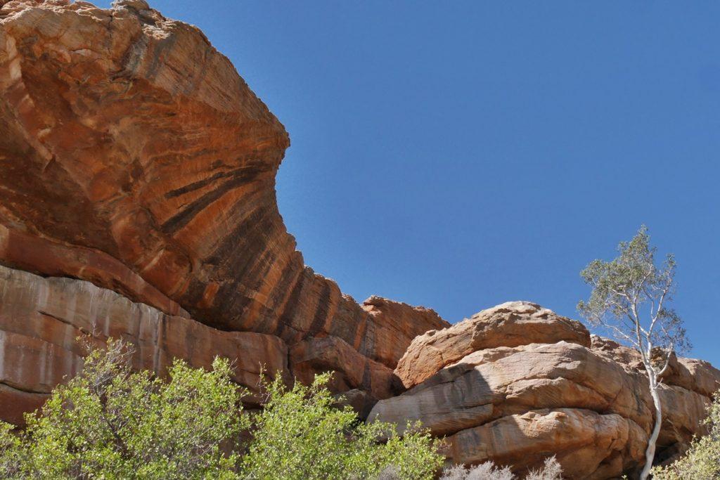 Interessante Felsformation auf einem Roadtrip entlang Südafrikas Westküste