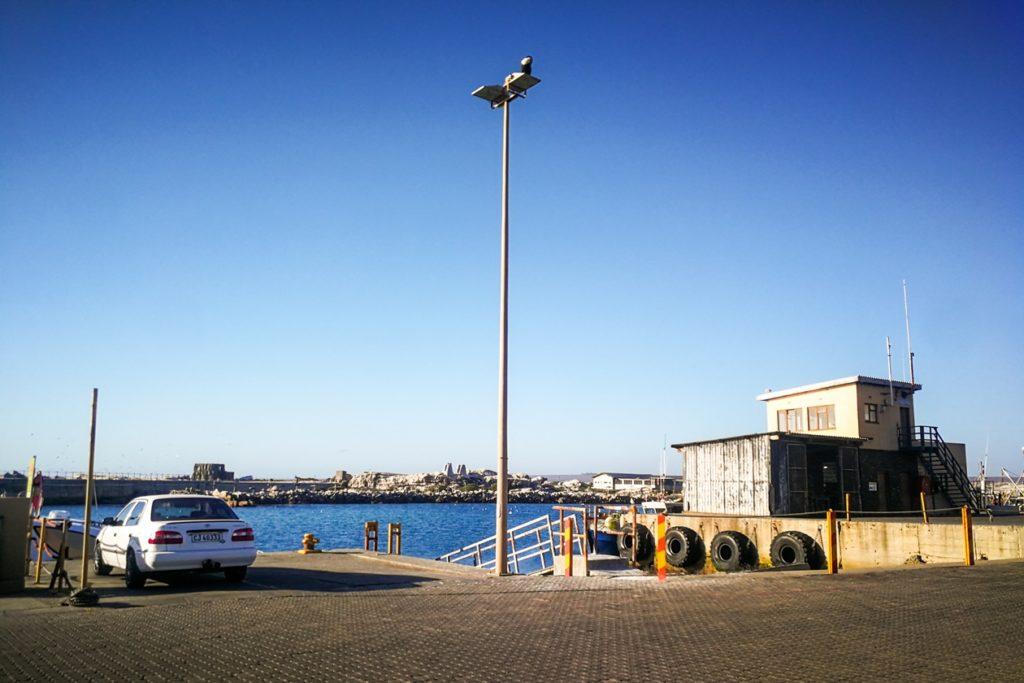 Blick auf Bird Island vom Hafen von Lamberts Bay
