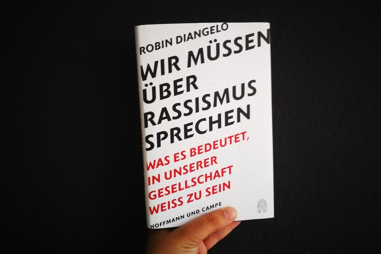 Cover des Buches Wir müssen über Rassismus sprechen von Robin DiAngelo