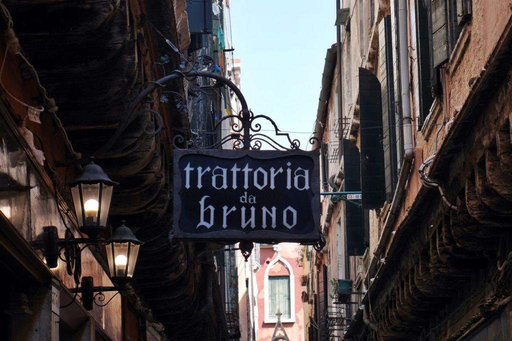 Kleine Trattoria in Venedig.