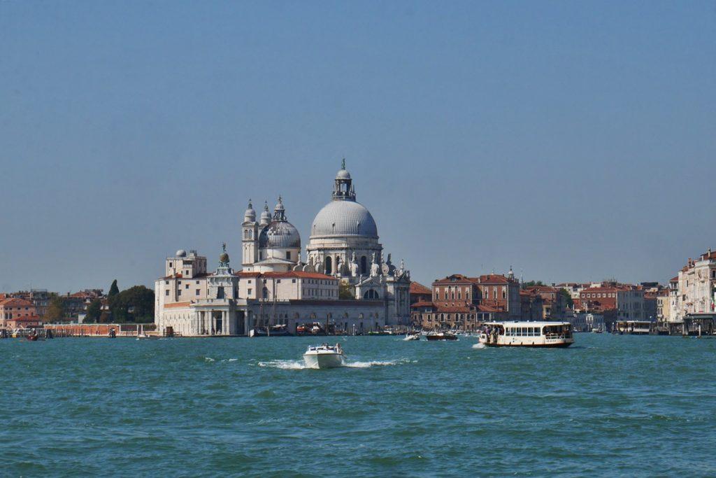 Überfahrt mit der Vaporetto von Punta Sabbioni nach Venedig.